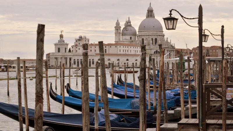 Basilica di Santa Maria della Salute on the Grand Canale, Venice, Italy - Virginie Suys Photo Canvas HD