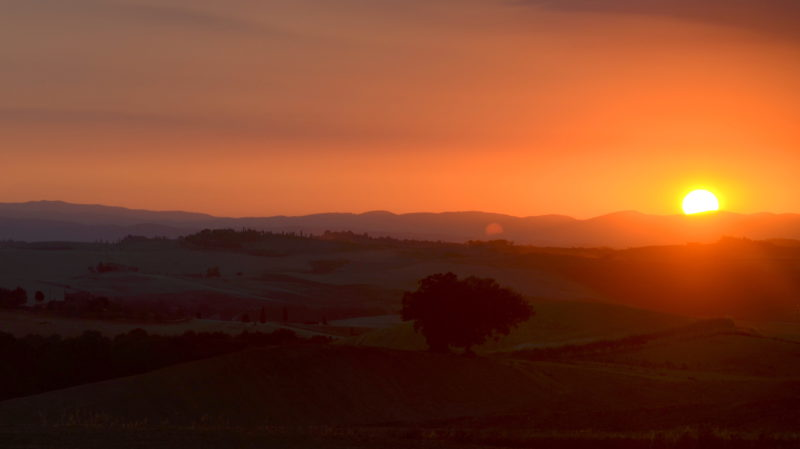 Red sunset over Tuscany 2, Italy - Virginie Suys Photo Canvas