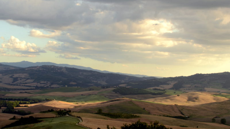 Light and shadow in Tuscany, Italy - Virginie Suys Photo Canvas HD